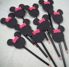 Mickey Party, Mickey Minnie Mouse, Foam Crafts, Diy And Crafts, Tinkerbell Gifts, Diy For Kids, Crafts For Kids, Mickey Mouse Crafts, Operation Christmas