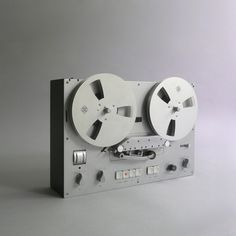 Braun TG 60 tape recorder designed by Dieter Rams in Via das programm Radios, Business Innovation, Innovation Design, Dieter Rams Design, Ipod, Braun Dieter Rams, Charles Ray Eames, Braun Design, Cd Audio