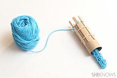 superhero friendship bracelet patterns | Manualidades infantiles: cómo hacer un telar circular con un rollo de ...