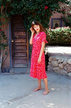 If you remember, last week we offered a few key style of the Parisian and French women in general and in some examples of street style saw its natural to bring the classic tilt dress flower casual , all a basic summer we all have in the closet.