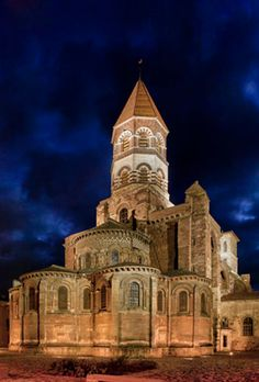Brioude : Basilique St Julien, joyau de l'art roman #aquarellebrioude