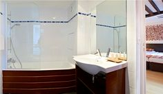 Salle de bain du New Hotel de Paris Hotel Paris, Paris Hotels, Lafayette Paris, Haussmann, Restaurants, Stores, Location, Corner Bathtub, Mirror