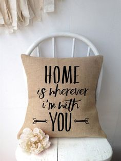 How to Use The Different Types of Burlap Burlap is the perfect home decor material. The neutral colors go with so many colors that it looks good at… Read Burlap Pillows, Cute Pillows, Decorative Pillows, Throw Pillows, Rustic Pillows, Home Decor Accessories, Decorative Accessories, Do It Yourself Decoration, Diy Casa