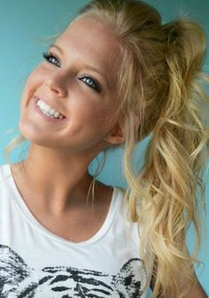 Blonde ponytail by Jenna Routh Photography Check out Dieting Digest Blonde Ponytail, Curly Ponytail, Pretty Updos, Stylish Haircuts, Natural Hair Styles, Long Hair Styles, Beauty Trends, Beauty Tips, Beautiful Smile