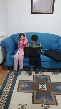 Kardeşim ve arkadaşı GTA oynuyor