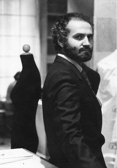 THE PLEASURE OF ITALIAN FASHION – Gianni Versace – Another world famous  designer that began studying 51c2ab3ba638d