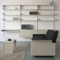 Vitsœ furniture - Shelving - original production 606 Universal Shelving System: config J
