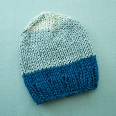 knit baby hat . blue colorblock . organic cotton . newborn