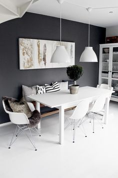 Most Design Ideas White Dining Room Sideboard Pictures, And Inspiration – Modern House schwarzezimmer White Dining Room Sideboard: 10 Modern Black And White Dining Room Sets That Will White Dining Room Sets, White Dinning Table, Dining Tables, Dining Room Inspiration, Dining Room Design, Dining Rooms, Dining Area, Scandinavian Interior, Scandinavian Living