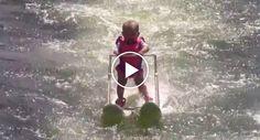 Bebé De 6 Meses Percorre 210 Metros Em Ski Aquático e Bate Recorde Mundial http://www.funco.biz/bebe-6-meses-percorre-210-metros-ski-aquatico-bate-recorde-mundial/