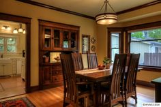 Small House Charm: A Craftsman Bungalow in Oregon Craftsman Style Interiors, Bungalow Interiors, Bungalow Homes, Craftsman Style Homes, Craftsman Bungalows, Craftsman House Plans, Craftsman Dining Room, Craftsman Decor, Craftsman Interior