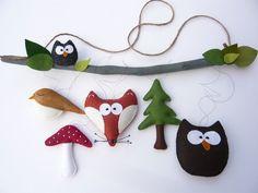 Dieses Mobile wurde von mir mit viel Liebe und Sorgfalt von Hand aus Wollfilz genäht. Die einzelnen Figuren sind mit Fäden an einem mit Bio-Kokosfarbe gestrichenem Naturholzast befestigt, wodurch...