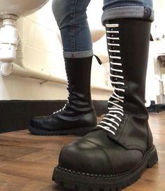 Skinhead Men, Skinhead Boots, Mens Tall Boots, Botas Dr Martens, Baskets, Green Cargo Jacket, Steampunk Clothing, Punk Fashion, Sexy Feet