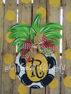 Pineapple Door hanger by WhimsyGirlArt on Etsy Wooden Door Hangers, Wooden Doors, Custom Woodworking, Woodworking Projects Plans, Door Crafts, Summer Painting, Wooden Cutouts, Kids Wood, Diy Door