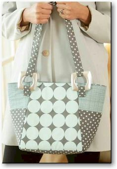 Beginner's Urban Tote Bag Pattern | PatternPile.com – Hundreds of Patterns for Making Handbags, Totes, Purses, Backpacks, Clutches, and more.