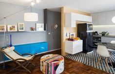 Apartamento tem sala e cozinha integrados e novo banheiro com baixo custo