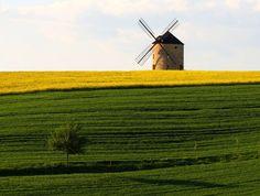 Větrný mlýn nad obcí Jalubí, Chřiby