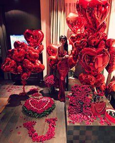 Romantic Room Surprise, Romantic Date Night Ideas, Romantic Gifts, Romantic Birthday, Romantic Proposal, Proposal Ideas, Valentines Surprise, Happy Valentines Day, Valentine Gifts