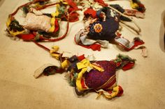 Boule d'étoffes de l'ethnie Thay au musée des beaux arts d'Hanoi au Vietnam. Hanoi, Fictional Characters, Fine Arts Museum, Fine Art Paintings, Fantasy Characters