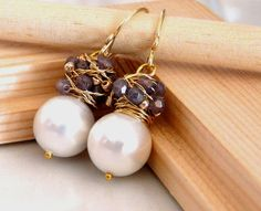 Bridal jewelry - The Franca - charming earrings with big white shell pearl Wire Wrapped Earrings, Wire Earrings, Wire Jewelry, Bridal Jewelry, Jewelry Crafts, Beaded Jewelry, Jewelry Ideas, Pearl Earrings, Handcrafted Jewelry