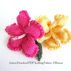 Hibiscus knitting pattern by OhmayDIY on Etsy. Knit your own fantastic 3 dimensional tropical flower using the knitting instructions in my PDF pattern. The finish flower will be approximately across. Knitted Flower Pattern, Knitted Flowers, Flower Patterns, Vogue Knitting, Loom Knitting, Knitting Patterns Free, Knitting Kits, Knitting Projects, Crochet Projects