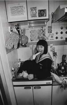 梅 佳代 《女子中学生》 2000-2001年 インクジェット・プリント 制作協力:キヤノンマーケティングジャパン株式会社 | Copyright MORI ART MUSEUM All Rights Reserved. | 子供の目線で世界を模索する「ゴー・ビトゥイーンズ展」、森美術館で開催 | PHOTO(14/18) Pose Reference Photo, Art Reference, Street Photography, Art Photography, Japanese Art Modern, Human Oddities, Aesthetic Japan, Draw On Photos, Japanese School