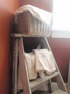 Uses for old ladders 7 -- cute for in the bathroom