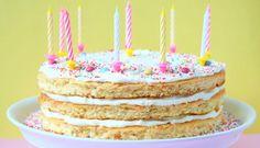 Geburtstagskuchen mit bunten Streuseln und Buttercreme.
