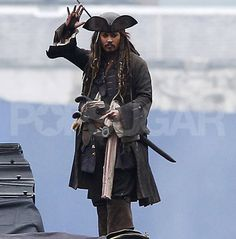 johnny depp waves Pirates of the Caribbean 4 Photo ...