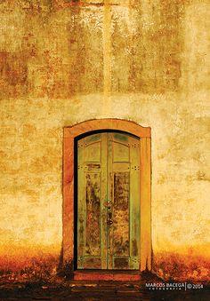 OSTIUM DEI | 08.2014  Porta lateral da Igreja de São Francisco de Paula  trilha: www.youtube.com/watch?v=6JVq6gwIBOQ — em Ouro Preto MG Brasil.