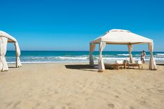 Amirandes, Stretch of sandy beach and private villa beach