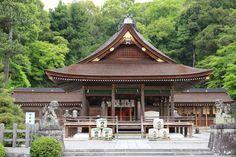 Sanctuaire Izumo Dai-jingu - Situé au pied de la montagne Mikage-yama à l'est de la ville de Kameoka, le sanctuaire Izumo Dai-jingu a pour dieu principal la déité de la magie et de la médecine.