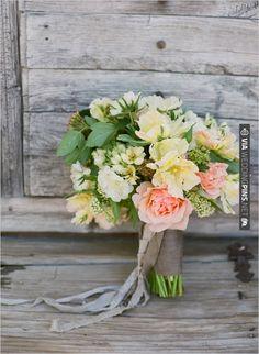 peach wedding bouquet by oak and the owl | VIA #WEDDINGPINS.NET
