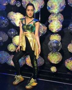 Shraddha Kapoor's look for her performance at IIFA 2018 New Saree Blouse Designs, Green Carpet, Shraddha Kapoor, Bollywood Actors, Beard Styles, Indian Outfits, Captain Hat, Wonder Woman, Celebs