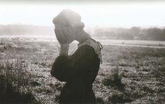 Haddasi buscando la nostalgia utópica en su fotografía y nosotros aquí, de viernes