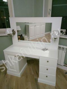 Туалетный столик в классическом стиле.