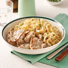 Porc Stroganoff - Soupers de semaine - Recettes 5-15 - Recettes express 5/15 - Pratico Pratique Pork Recipes, Pasta Recipes, Dog Food Recipes, Cooking Recipes, Yummy Recipes, Pasta Salad, Macaroni And Cheese, Food And Drink, Yummy Food