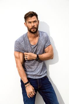 mens fitness - Chris Hemsworth on Strength, Speed, and Life After 'Thor' Chris Hemsworth Thor Workout, Chris Hemsworth Hair, Chris Hemsworth Shirtless, Chris Hemsworth Height, Chris Hemsworth Muscles, Snowwhite And The Huntsman, Hemsworth Brothers, Cute Actors, Marvel Actors