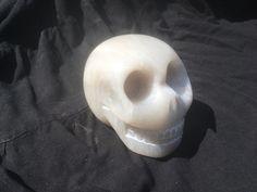 Etwa faustgrosser Specksteinschädel, handgemacht Skull, Etsy, Art, Soapstone, Things To Do, Sculptures, Stones, Creative, Art Background