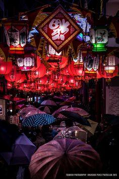 Nagasaki Lantern Festival, Japan   Tsubasa Yamauchi 雨の長崎