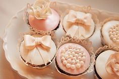 love these girly cupcakes! | Vine & Light Photography