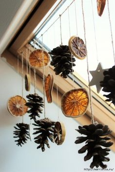 Autumn decoration for windows.  Garland made of natural materials (9) (466x700, 207Kb)