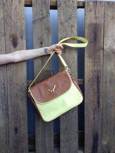 #Cartera #Miles #Yellow  http://www.heliciabsas.com/cartera-miles_107xJM