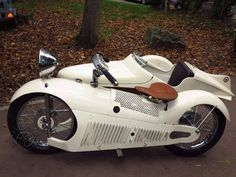 weird motorcycle with side car Scooters, Cool Motorcycles, Vintage Motorcycles, Vintage Bikes, Vintage Cars, Moto Collection, Honda Metropolitan, Harley Davidson, Futuristic Motorcycle