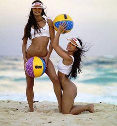 Фото эротика 18+ на сайте www.pornvk.ru - девушки на пляже без трусиков