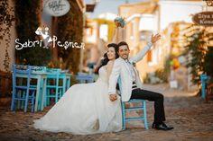Balıkesir-Cunda-adası-Eski-Sokaklarda-Düğün-Fotoğrafı Wedding Dresses, Fashion, Moda, Bridal Dresses, Alon Livne Wedding Dresses, Fashion Styles, Weeding Dresses, Bridal Gown, Bridal Gowns