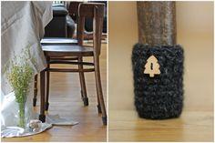 8 chaussettes de chaise ou une table de la laine  NOUS POUVONS EMBALLER COMME UN CADEAU!!!  C'est bonne idée colorée, détail ou cadeau pour notre maison. Chaussettes de chaise est non seulement raisonnable, mais abstrait détail notre maison. Cette chaise chaussettes peuvent être pour les tabourets les jambes, pieds de table et d'autres meubles avec les jambes. Pratique, chaussettes de chaise permettra de protéger vos sols contre les éraflures et les rayures, ils seront aussi étonnamment dans…