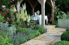 Comme l'entretien de jardin n'est pas une chose élémentaire, on vient au secours avec quelques conseils pratiques sur le choix de plantes à entretien facile