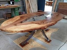 Probably, you think there isn't many different ways to reinvent a board with 4 legs, but these examples of brilliant and artistic table design will prove you are wrong. What makes these table… Modern Wood Furniture, Resin Furniture, Wooden Furniture, Furniture Projects, Wood Projects, Furniture Design, Furniture Plans, Wood Slab Table, Wooden Tables