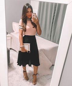 Oiii meus amores boa noite 🌙 . Meu look do culto hoje MEIGO 💗 é minha linda Bíblia @ateliejr_oficial 💗 . . . Saia @keykey.store Blusa… Modest Church Outfits, Cute Modest Outfits, Modest Wear, Modest Dresses, Skirt Outfits, Trendy Outfits, Modest Fashion, Hijab Fashion, Fashion Outfits